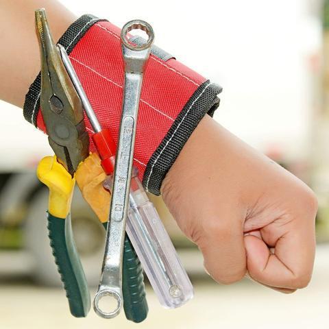 Magnetic-Wristbands_480x480_e24096a8-c3d2-4b9d-9953-16ac88f23f97_540x